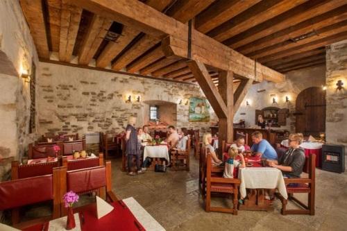Purtse Castle restoran